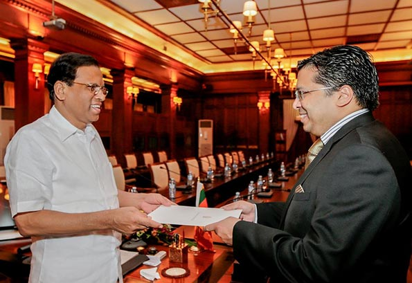 Dr. Chris Nonis with Sri Lanka President Maithripala Sirisena