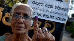 Sri Lankan voter showing her coloured finger
