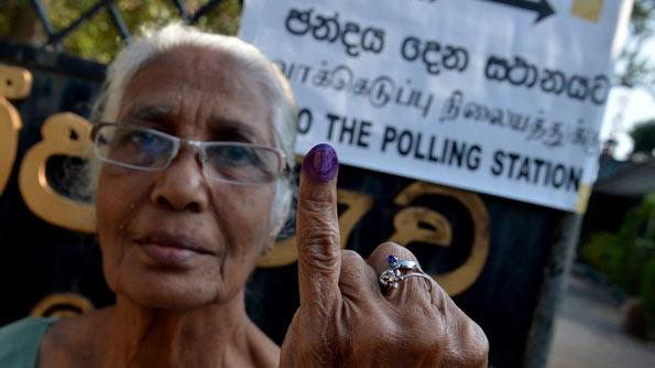 Sri Lankan voter showing her coloured finger