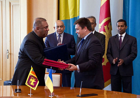 Mangala Samaraweera signs agreement with Ukraine