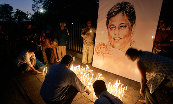 Light candles in front of Lasantha Wickrematunge portrait