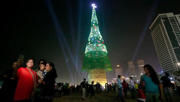 World's tallest artificial Christmas tree in Sri Lanka