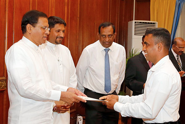 Service pension for war heros by Sri Lanka President Maithripala Sirisena