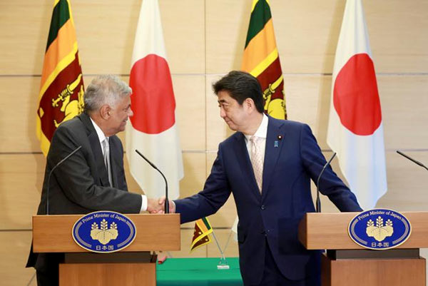 Japanese Prime Minister Shinzo Abe with Sri Lanka Prime Minister Ranil Wickremesinghe
