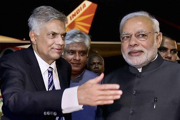 India Prime Minister Narendra Modi in Sri Lanka with Prime Minister Ranil Wickremesinghe