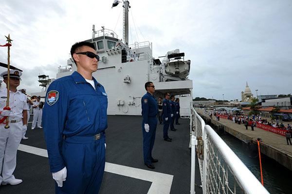 Chinese naval hospital ship Peace Ark arrives at the port of Colombo Sri Lanka