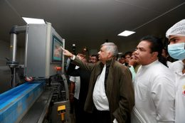 Ranil Wickremesinghe at Ambewela milk factory in Nuwara Eliya