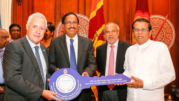 Sri Lanka President Maithripala Sirisena with Tim Sutton - UNICEF