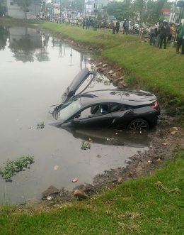 BMW i8 accident in Thalawatugoda in Colombo Sri Lanka
