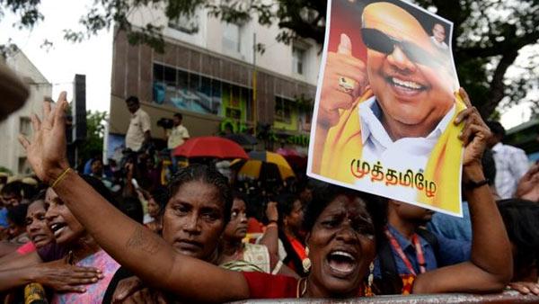 Karunanidhi supporters crying