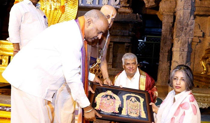 Sri Lankan Prime Minister Ranil Wickremesinghe offered prayers at the famous hill shrine of Lord Venkateswara in Tirumala town India