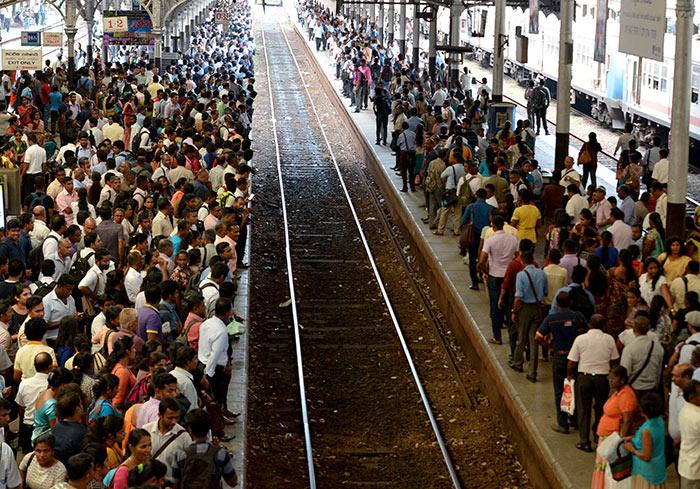 Sri Lanka railway commuters