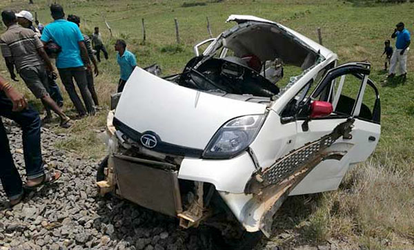 Four killed in car train collision at omanthai in Sri Lanka