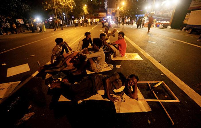 Sri Lanka Opposition Supporters Block Road Over Economic
