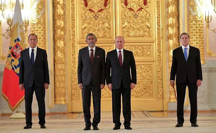 Dayan Jayatilleke with Vladimir Putin
