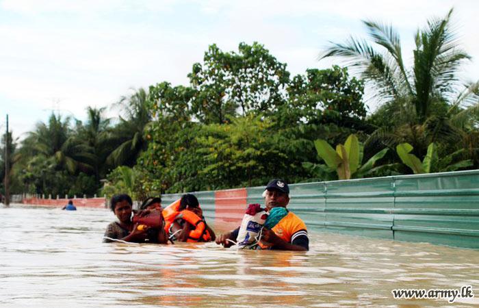 Flood relief by Sri Lanka Army