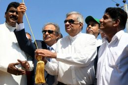 Ranil Wickremesinghe with Sajith Premadasa at Hambantota oil refinery