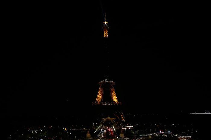 Eiffel Tower goes dark