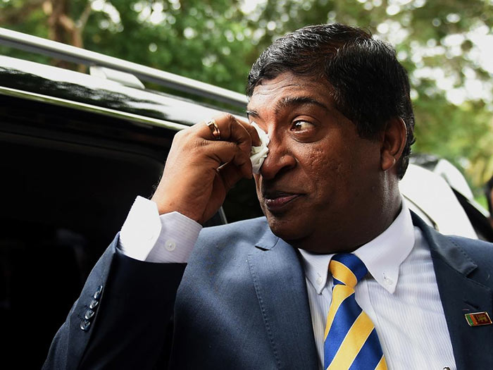 Ravi Karunanayake cry