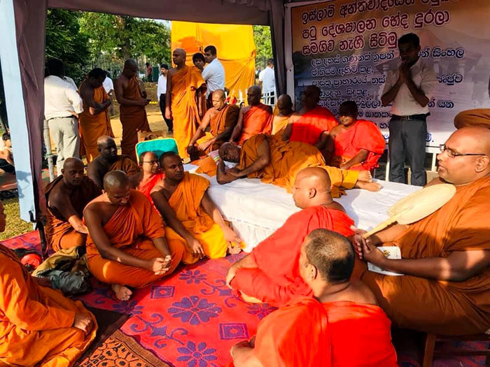 Athuraliye Rathana thera fast unto death