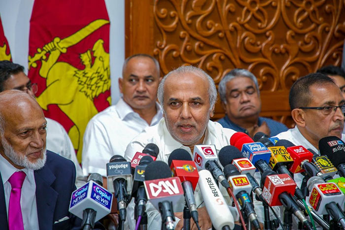 Rauff Hakeem with Muslim ministers in Sri Lanka