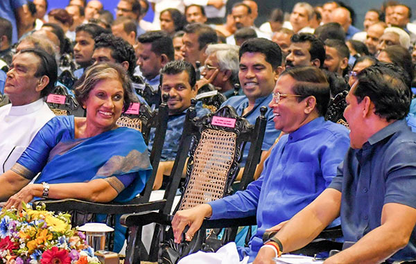 Chandrika Bandaranaike Kumaratunga with President Maithripala Sirisena at Sri Lanka Freedom Party convention