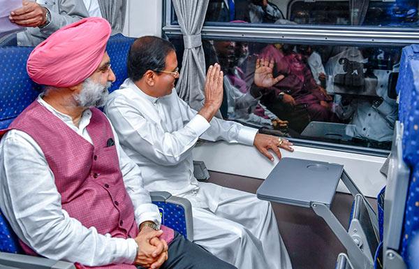 Sri Lanka President Maithripala Sirisena launches new Colombo Polonnaruwa express train