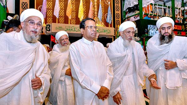 Sri Lanka President Maithripala Sirisena with global Bohra community representatives