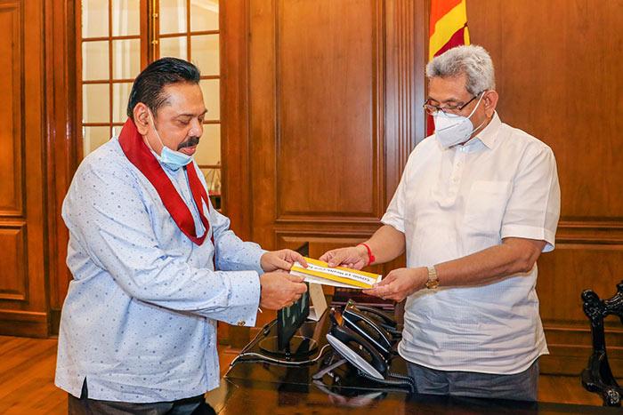 Mahinda Rajapaksa with Gotabaya Rajapaksa on Itukama COVID-19 fund