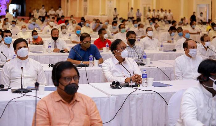 Sri Lankan politicians in a discussion with Prime Minister on coronavirus