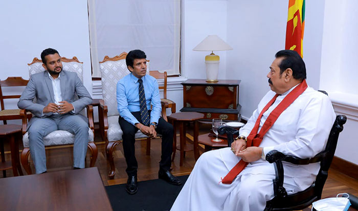 Dilantha Malagamuwa with Prime Minister Mahinda Rajapaksa