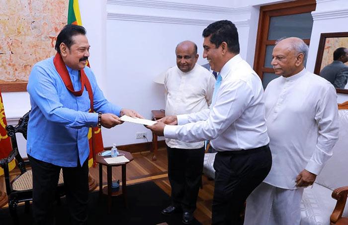 Johnston Fernando with Mahinda Rajapaksa