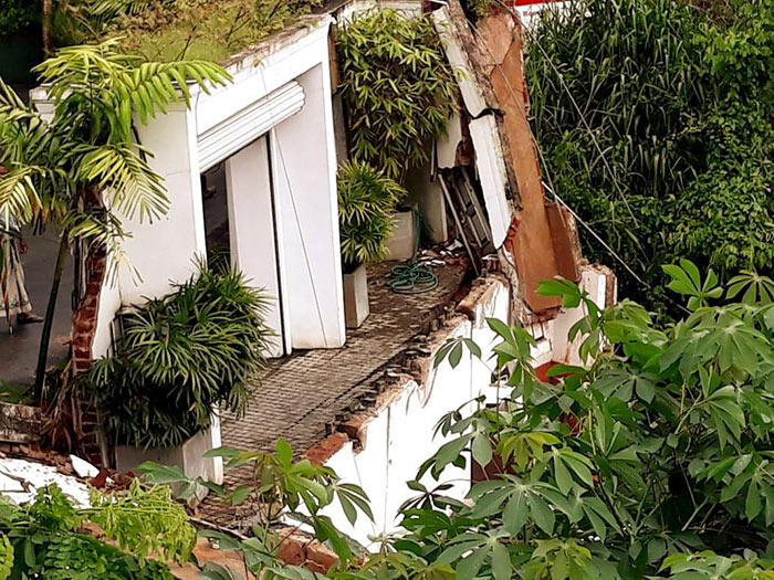 Building collapses at Buwelikada in Kandy Sri Lanka