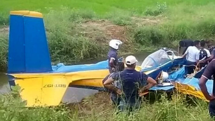 Sri Lanka Air Force PT-6 training aircraft crash lands in Kantale