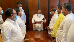 Fifteen MPs handover a letter to Sri Lanka Speaker Mahinda Yapa Abeywardene requesting safeguard right of expression