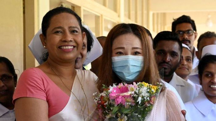 Sri Lanka health minister Pavithra Wanniarachchi with Chinese Covid patient