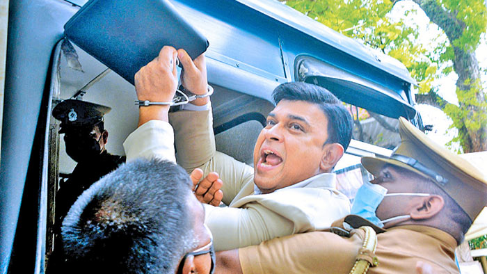 Ranjan Ramanayake was taken into a prison bus