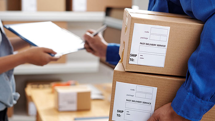 Postal parcel shipment