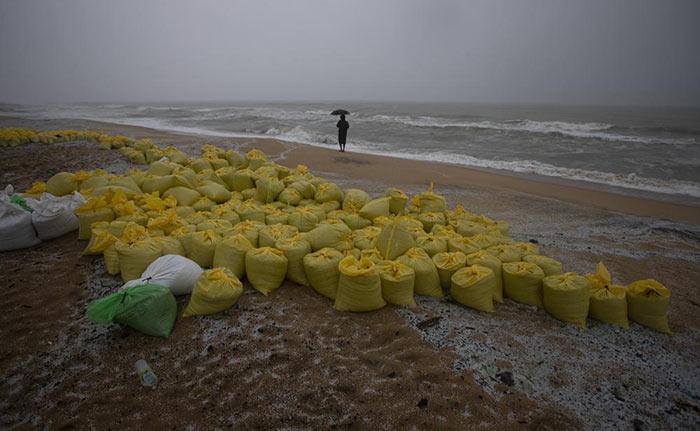 Sri Lanka coastal area polluted after MV X-Press Pearl ship burnt