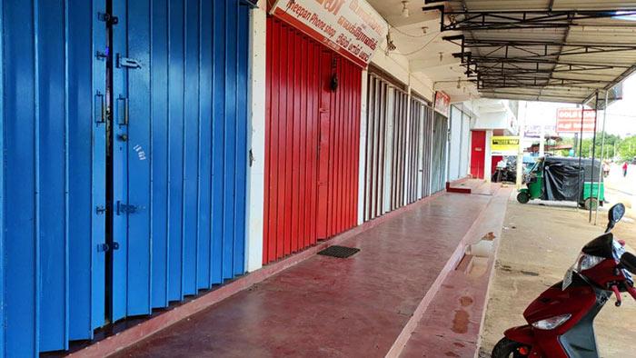 More towns impose self lockdowns in Sri Lanka
