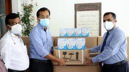 Sunil Handunnetti donates medical equipment to the Colombo National hospital